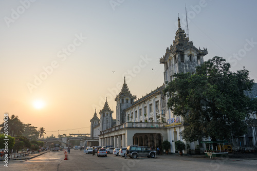 Foto op Plexiglas Zuid-Amerika land Beautiful Yangon Central Railway Station during sunrise