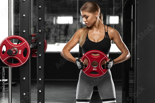 Photo sur Toile Fitness Sexy athletic girl working out in gym. Fitness woman doing exercise
