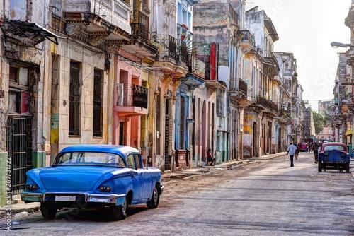 Rear view of the old blue car parked on the street in Havana Vieja, Cuba Fototapet