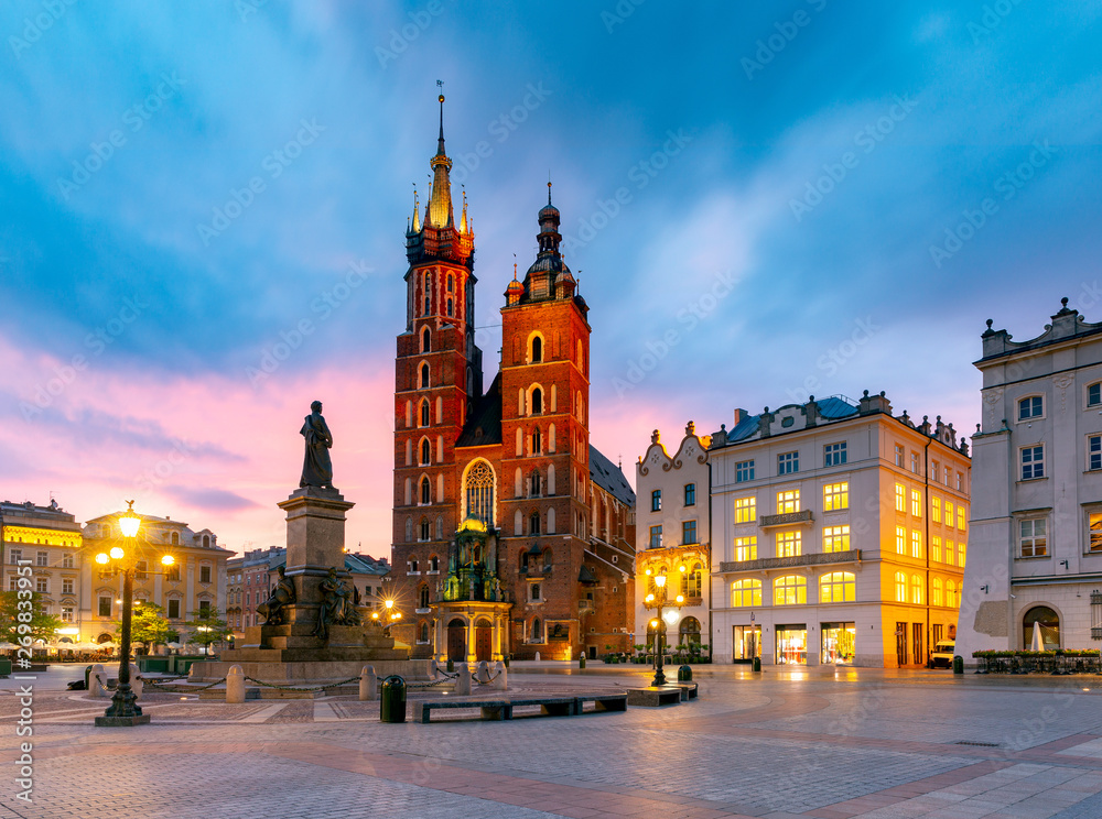 Fototapety, obrazy: Kraków, Kościół Mariacki i rynek o świcie