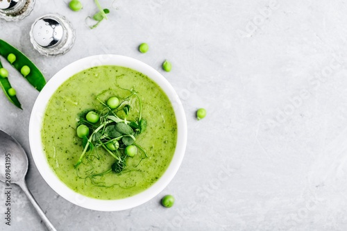 Fotomural Summer cream soup with green fresh pea shoots
