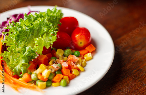 Poster Cuisine fresh vegetable salad in plate