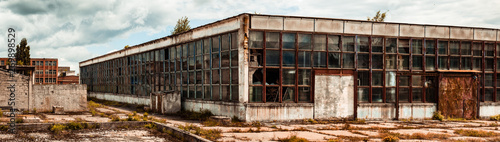 Autocollant pour porte Les vieux bâtiments abandonnés abandoned factory warehouse with broken windows