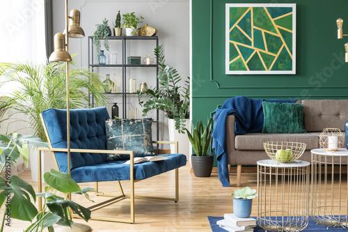 Pinturas sobre lienzo  Blue chair in elegant modern living room interior