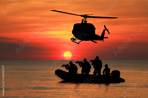 Obraz na płótnie Navy seal silhouettes  on sunrise