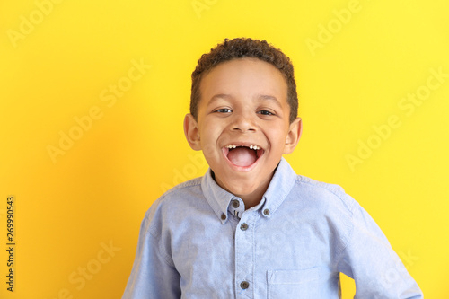 Fototapety, obrazy: Laughing African-American boy on color background