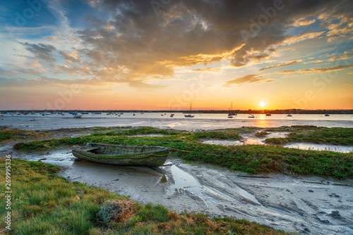 Canvas Print An old boat in the salt marsh at West Mersea