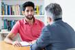 canvas print picture - Junger Bewerber hört beim Bewerbungsgespräch zu