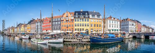 Photo Stands Ship panorama of nyhavn in copenhagen, demark