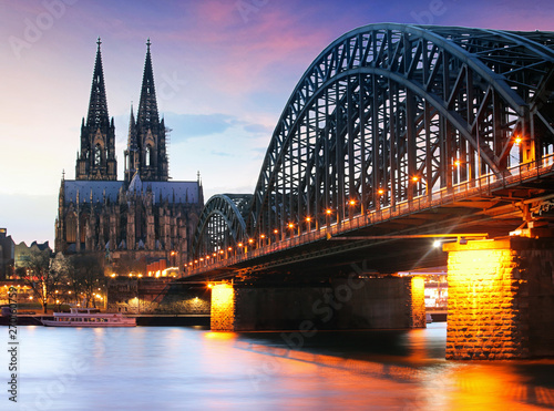 Fotobehang Noord Europa Cathedral in Cologne at night