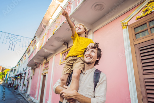 Poster Lieu connus d Asie Dad and son tourists on the Street in the Portugese style Romani in Phuket Town. Also called Chinatown or the old town. Traveling with kids concept