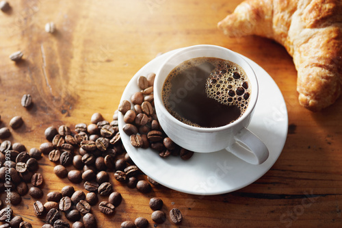 Photo sur Toile Cafe Cup of hot coffee on wooden table