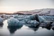 Kleine Eisberge in der Gletscherlagune Jökulsarlon, Island, Europa
