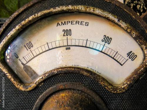 Photo Vintage and rusty amperage meter