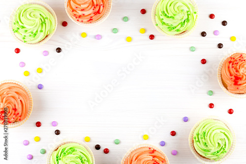 Photo  Tasty colorful cupcakes closeup on bokeh background with copy space