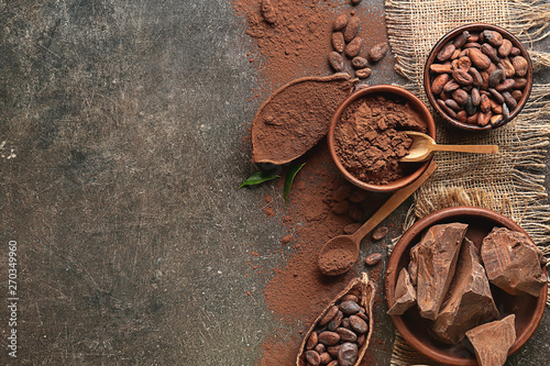 Fotografía Composition with cocoa powder and chocolate on dark background