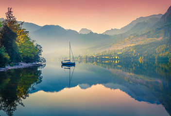 Obraz na Szkle Rzeki i Jeziora Impressive sunrise of Grundlsee lake. Beautiful summer view of Gessl village, Liezen District of Styria, Austria, Alps. Europe. Beauty of countryside concept background.
