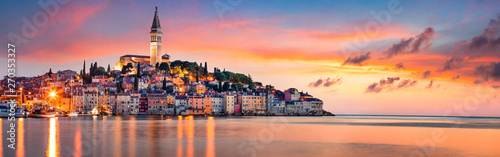 In de dag Zee zonsondergang Fantastic spring sunset of Rovinj town, Croatian fishing port on the west coast of the Istrian peninsula. Colorful evening seascape of Adriatic Sea. Traveling concept background.