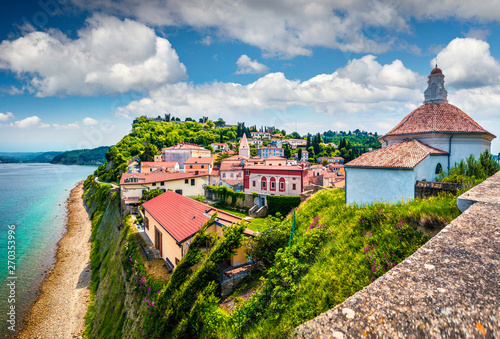 Foto auf Leinwand Rosa dunkel Bright view of old town Piran. Splendid spring morning on Adriatic Sea. Beautiful cityscape of Slovenia, Europe. Traveling concept background. Magnificent Mediterranean landscape.