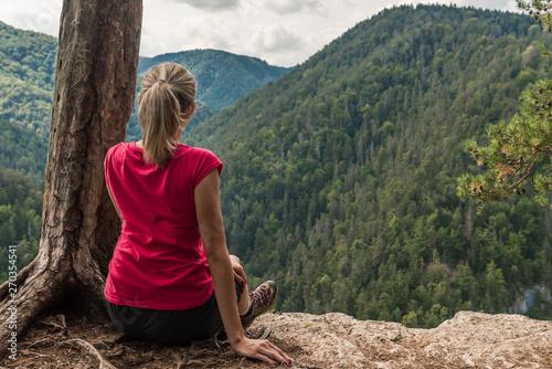 Carta da parati  Sitting on a cliff