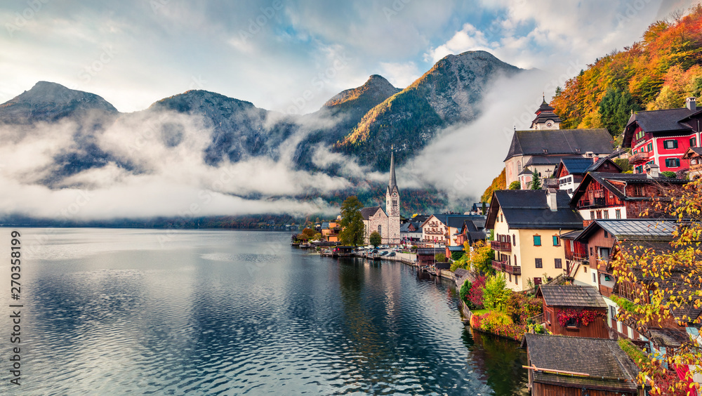 Fototapety, obrazy: Goggy autumn scene of Hallstatt lake. Splendid morning viev of Hallstatt village, in Austria's mountainous Salzkammergut region, Austria. Beauty of countryside concept background.