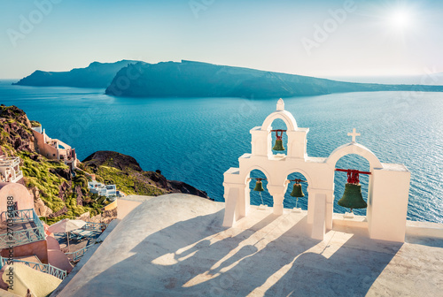 Foto auf Gartenposter Santorini Incredible morning view of Santorini island. Picturesque spring scene of the famous Greek resort - Fira, Greece, Europe. Traveling concept background.