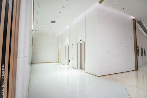 Fotografía Modern building indoor environment design business center indoor elevator backgr