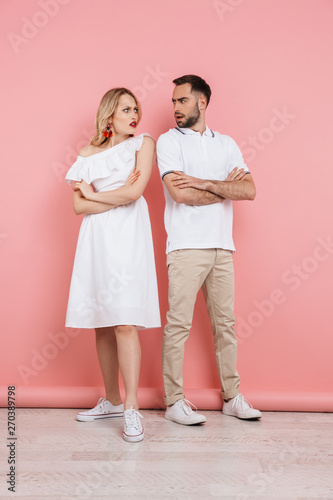 Photo sur Toile Les Textures Full length of an attractive young couple standing together
