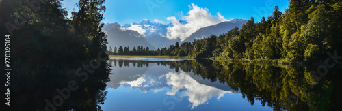 Montage in der Fensternische Landschaft Reflection of Lake Matheson,South Island New Zealand