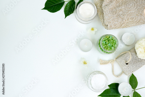 Montage in der Fensternische Spa Spa aromatic sea salt, handmade natural spa products concept, view from above, space for a text on white background
