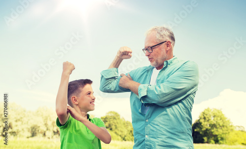 Photo sur Toile Les Textures family, generation, power and people concept - happy grandfather and grandson showing muscles