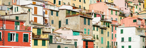 Photo  Pastel houses of Riomaggiore, the largest of the five centuries-old villages of Cinque Terre, Italian Riviera, Liguria, Italy