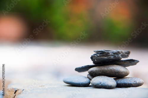 Photo sur Plexiglas Zen pierres a sable Zen stone on beach for perfect meditation, stack of pebble stones on balance on sand, Pebbles and sand stone composition, Zen stones garden, pile of balanced stone
