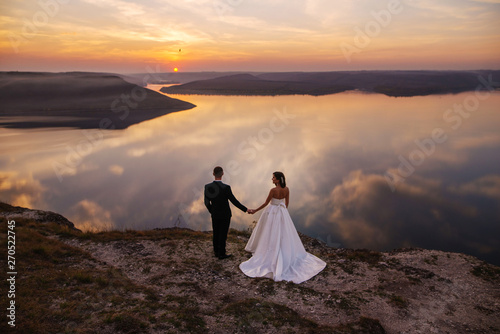 Fotografía  Sensual wedding couple groom and bride in a beautiful long white dress standing