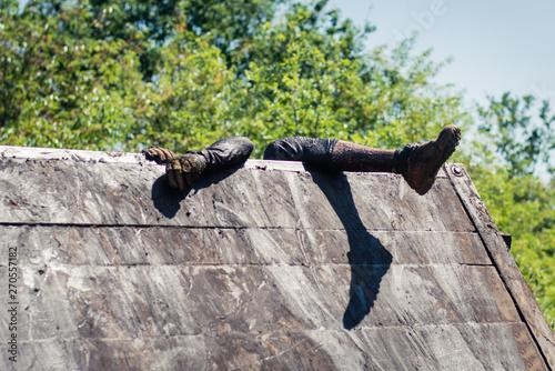 Fototapeta Wspina się przez przeszkodę bieg ocr obraz