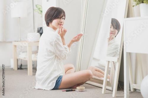 Fototapeta  支度・女性・室内
