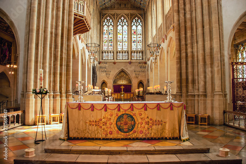 The altar in the St Edmundsbury Cathedral in Bury St Edmunds, Suffolk, UK Fotobehang
