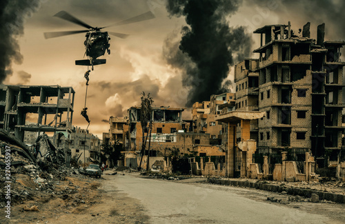 Fotografia  Helicopter and forces in destroyed city