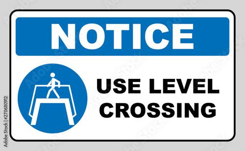 Valokuvatapetti Use level crossing sign