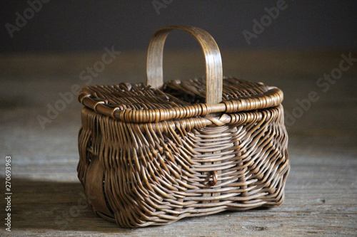 Foto  old wicker woven picnic basket