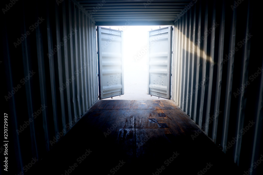Fototapety, obrazy: Inside the container With open doors