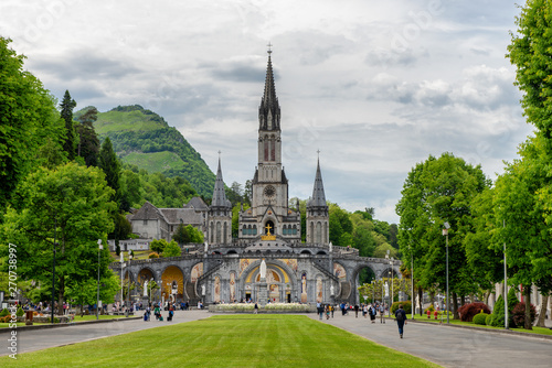 фотография  View of the basilica of Lourdes in France
