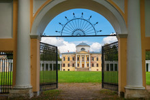 Architectural Ensemble Manor Znamenskoye-Rayok. The Manor House And The Circular Colonnade Connecting It With The Side Wings (carriage And Greenhouse) And The Main Gate Opposite To It.