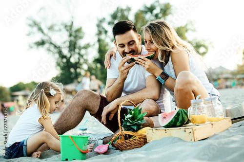 obraz dibond Family on the Beach