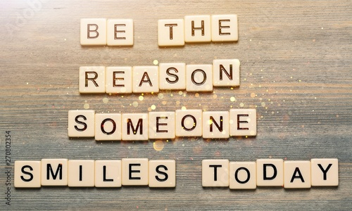Obraz Be the reason someone smiles today quote - fototapety do salonu