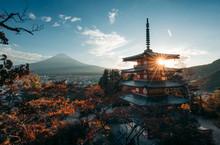 Chureito Pagode And Mount Fuji At Sunset