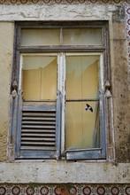 Fenster Mit Zerbrochenen Glass...