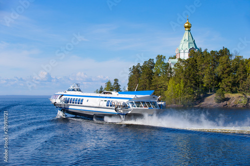 Valokuvatapetti Lake Ladoga, fairway of the bay of the island of Valaam