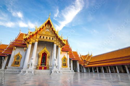 Photo  The Marble Temple , Wat Benchamabophit Dusitvanaram in Bangkok, Thailand