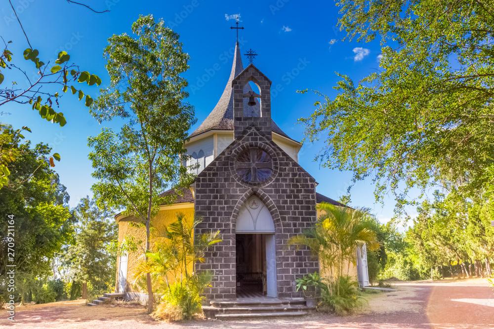Fototapeta Chapelle pointue à Villèle, Saint-Gilles-les-Hauts, Réunion